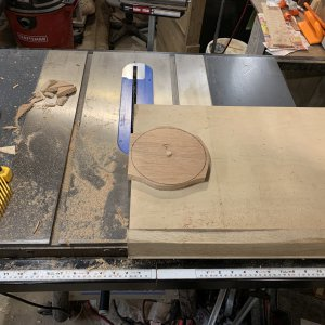 Cutting discs with table saw jig