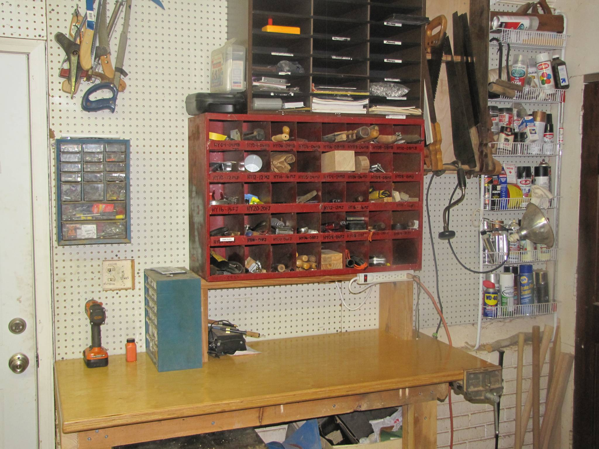 Carving and sharpening station
